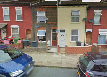 2 bed terraced house to rent in Oak Road, Luton LU4