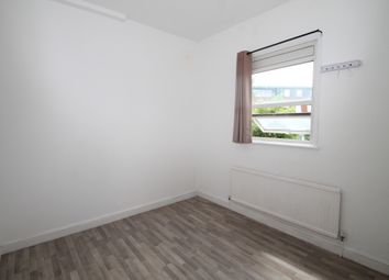 Thumbnail 2 bed flat to rent in Selsdon Road, Surrey
