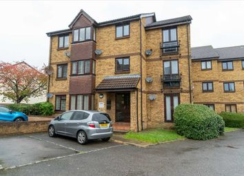2 bed flat for sale in Longacre Road, Ashford, Kent TN23
