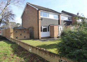 Thumbnail 3 bed detached house to rent in Highgate Road, Woodley, Reading