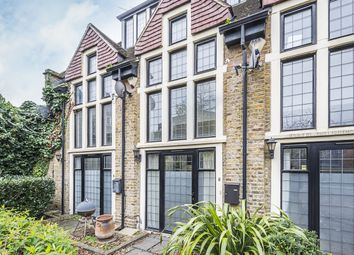 3 bed town house to rent in Plough Terrace, London SW11