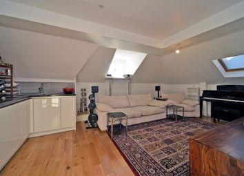 Victoria Road, Surbiton KT6. 1 bed flat