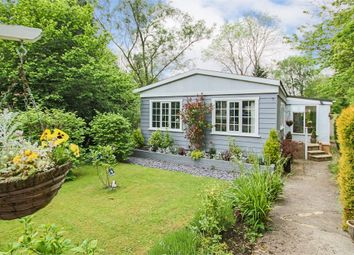 Thumbnail 2 bed mobile/park home for sale in Turners Hill Park, Turners Hill, Crawley, West Sussex