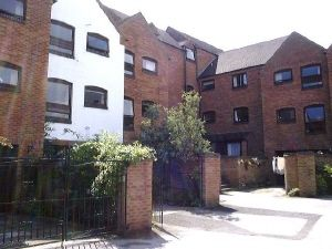 Thumbnail 2 bed flat to rent in Commainge Close, Warwick