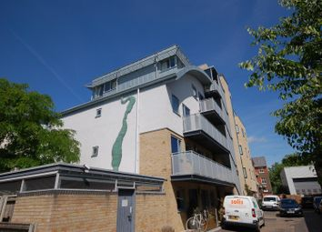 Thumbnail 1 bed flat to rent in Severn Place, Cambridge