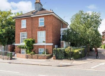 Cobham, Surrey KT11. 2 bed maisonette