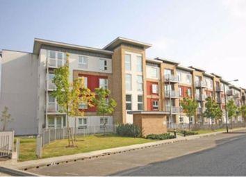 2 bed flat to rent in Langhorn Drive, Twickenham TW2
