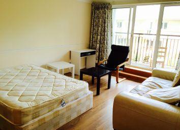 Room to rent in Newport Avenue, London E14
