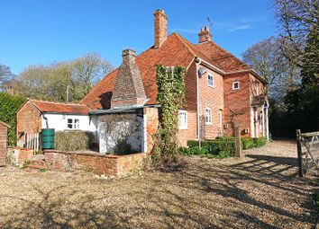 Thumbnail 4 bedroom detached house to rent in Quicks Green, Ashampstead, Reading
