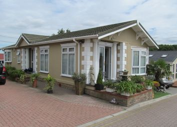 Thumbnail 2 bedroom mobile/park home for sale in Pilgrims Retreat (Ref 5362), Harrietsham, Maidstone, Kent