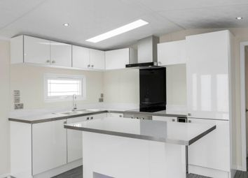 Thumbnail 2 bedroom mobile/park home for sale in Willow Tree Close, London