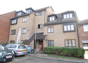 2 bed flat to rent in Springwood Crescent, Edgware HA8