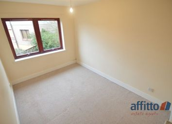 Thumbnail 3 bed flat to rent in Motherwell