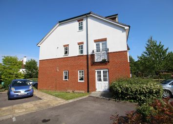 Thumbnail 2 bed flat to rent in Kingsway, Woking