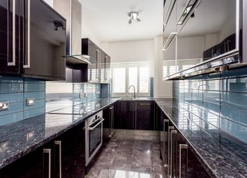 Thumbnail 3 bedroom flat to rent in Kingsway, Hove