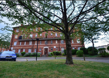 4 bed flat to rent in Albert Carr Gardens, London SW16