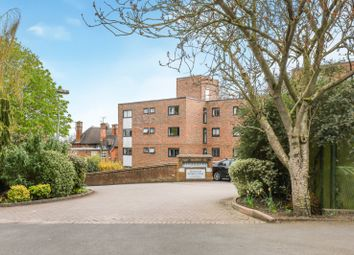 Belvedere Drive, Wimbledon, London SW19. 2 bed flat for sale