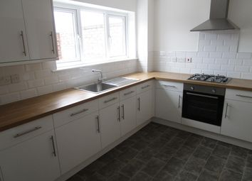 Thumbnail 2 bedroom flat to rent in Chaucer Way, Hoddesdon