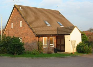 Thumbnail 1 bed property to rent in Beaconsfield Way, Earley, Reading