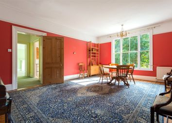 South Terrace, Dorking, Surrey RH4. 2 bed flat for sale