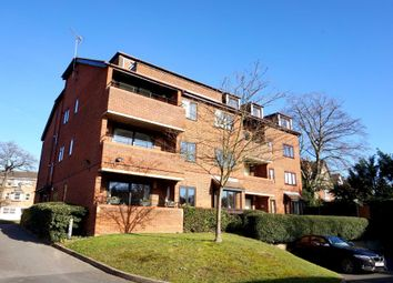 Thumbnail 3 bed flat to rent in Oaklands Road, Bromley