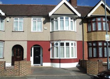 3 bed terraced house to rent in Meadway, Ilford IG3