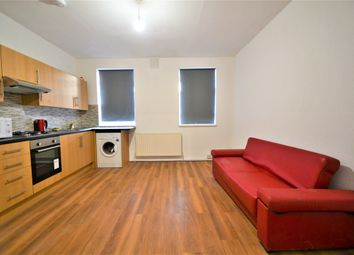 Thumbnail 3 bed flat to rent in Binfield Road, Stockwell, London