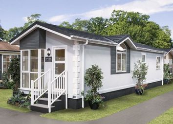 Thumbnail 2 bed mobile/park home for sale in Whipsnade Park Homes, Whipsnade, Dunstable