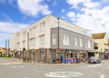 Station Avenue, Wickford, Essex SS11. 2 bed flat