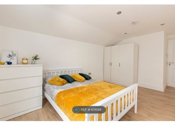 Room to rent in Filey Avenue, London N16