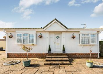 Thumbnail 2 bedroom mobile/park home for sale in Holly Lodge Park, Lower Kingswood, Tadworth