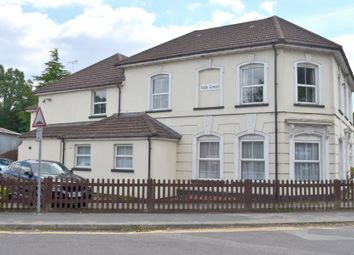 Station Approach, Ash Vale GU12. 2 bed flat