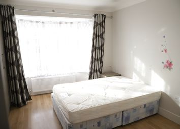 Thumbnail Studio to rent in Sutherland Avenue, Hayes, Middlesex