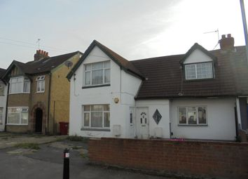 Thumbnail 3 bedroom flat for sale in Lake Avenue, Slough