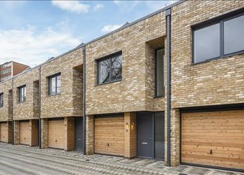4 bed detached house to rent in Helena Close, Wandsworth, London SW19