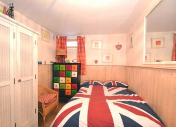 Room to rent in Crosslands Avenue, London W5