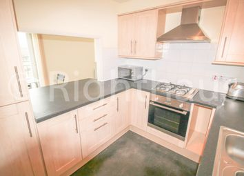 2 bed flat to rent in West View, Boothtown, Halifax HX3
