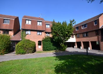 2 bed maisonette to rent in Victoria Street, Slough SL1