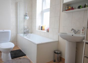 Thumbnail 2 bed flat to rent in Union Street, Aldershot