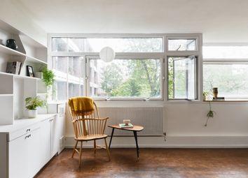 Crescent House, Golden Lane Estate, London EC1Y. 1 bed flat