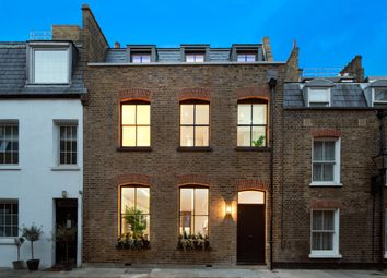 Thumbnail 3 bed flat to rent in Bingham Place, London