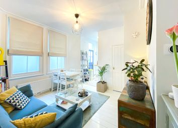 Thumbnail 2 bed flat for sale in North Avenue, Richmond, Surrey