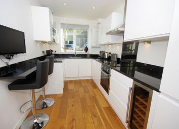 Thumbnail 2 bed flat for sale in Holden Road, North Finchley N12G