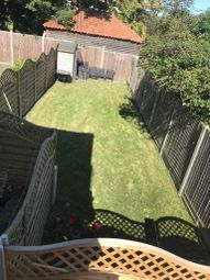 2 bed flat to rent in Trinity Close, Bromley BR2