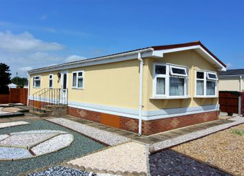 Thumbnail 2 bed mobile/park home for sale in Highgrove Close, Lowestoft