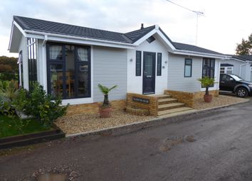 Thumbnail 2 bed mobile/park home for sale in Luckista Grove, Billingshurst Road, Ashington, West Sussex