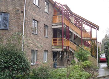 Thumbnail 3 bedroom flat to rent in Queensway, Cambridge