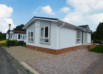 Thumbnail 2 bedroom mobile/park home for sale in Pinewood Park, Wokingham