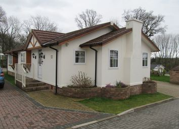 Thumbnail 2 bedroom mobile/park home for sale in Reeves Close, Pilgrims Retreat (Ref 5537), Harrietsham, Kent