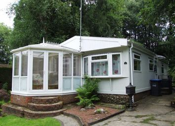 2 bed mobile/park home for sale in Linnet Close, Turners Hill, West Sussex RH10